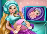 Công chúa Rapunzel sinh em bé