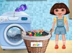 Dora giặt quần áo