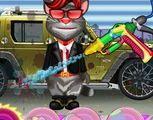 Mèo Tom Talking rửa ô tô