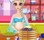 Bà bầu Elsa làm bánh kếp