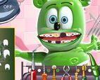 Khám răng cho gấu Gummy